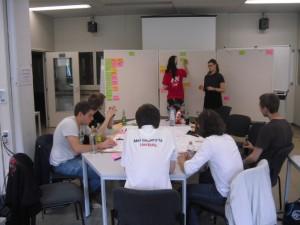 Teammitglieder bei der Planung