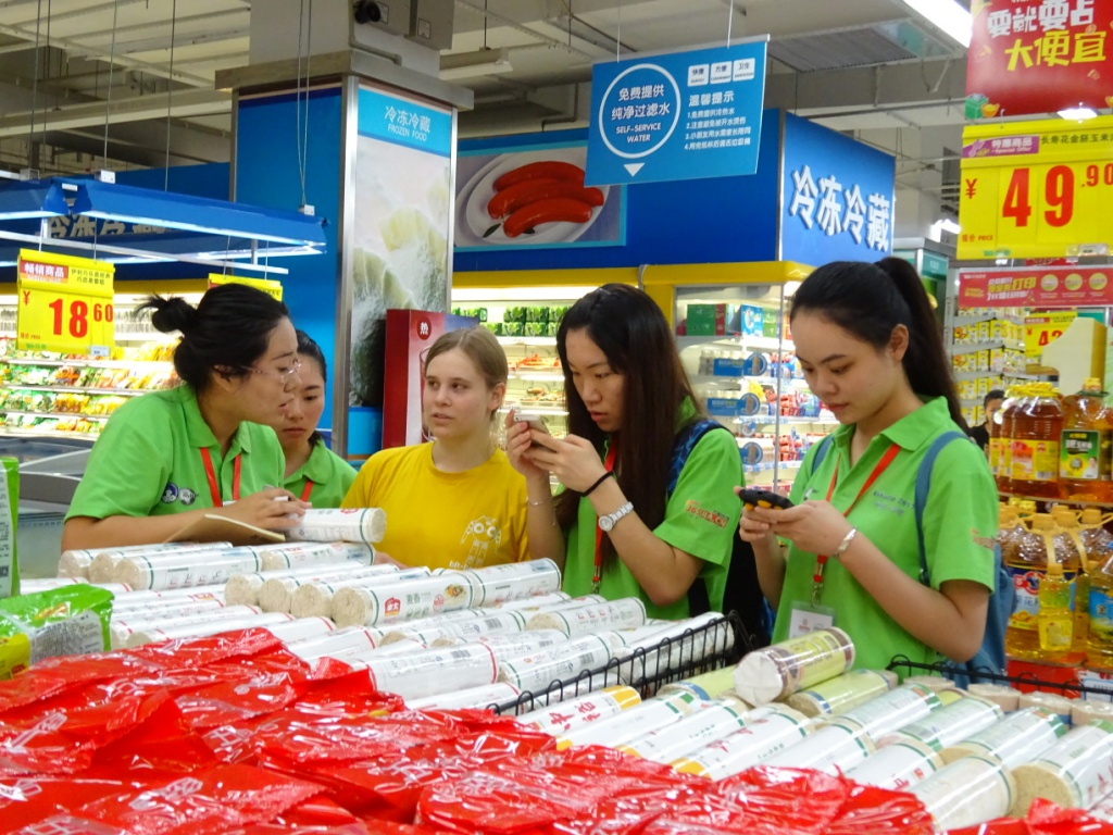 Supermarket: checking ingredients with the help of RoboCup volunteers